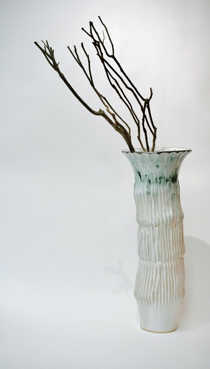 Mangas is a striking stand alone piece or vase
